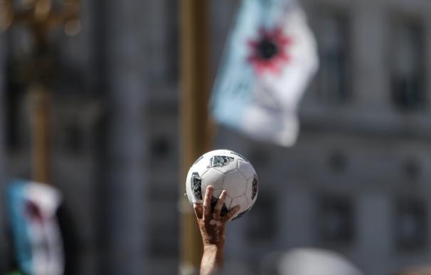Maradona balón tributo