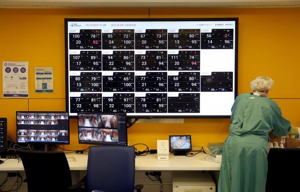 Vista del panel de monitorización de la UCI del Hospital Vall d'Hebron de Barcelona este miércoles