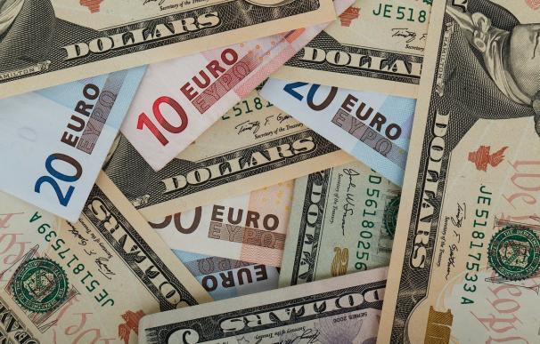 El euro marca máximos de más de dos años contra el dólar con gas para seguir
