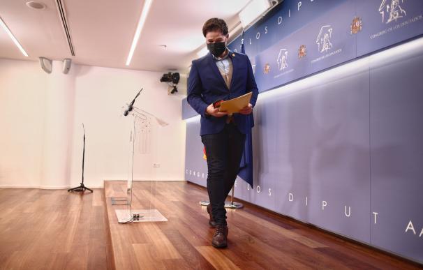 El portavoz de ERC en el Congreso, Gabriel Rufián, tras una rueda de prensa posterior a la Comisión de Presupuestos en el Congreso de los Diputados, en Madrid, (España), a 24 de noviembre de 2020. En dicha comisión se ha debatido y votado el proyecto de Presupuestos Generales del Estado de 2021, así como las cerca de 4.000 enmiendas presentadas por los grupos a unas cuentas que llegan a esta fase de su tramitación sin la subida de impuestos al diésel, con el sueldo del Gobierno 'congelado' y modificaciones a sus secciones por valor de más de 100 millones de euros. 24 NOVIEMBRE 2020;COMISION DE PRESUPUESTOS;CONGRESO;MADRID; E. Parra. POOL / Europa Press 24/11/2020