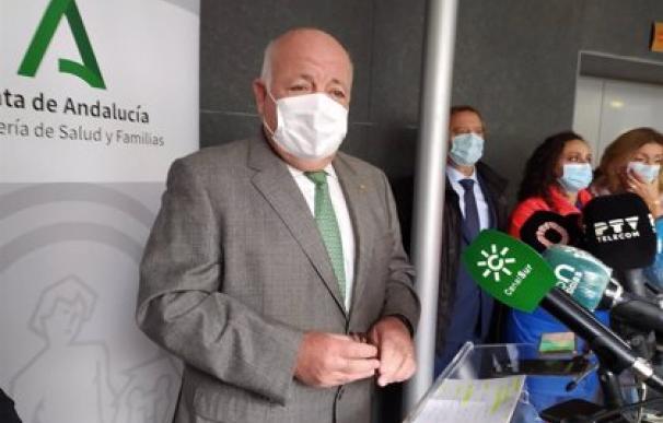 El consejero de Salud y Familias, Jesús Aguirre, durante la rueda de prensa en Córdoba.