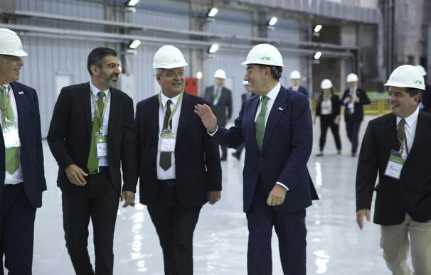 Ignacio Sánchez Galán con empleados brasileños de la compañía.