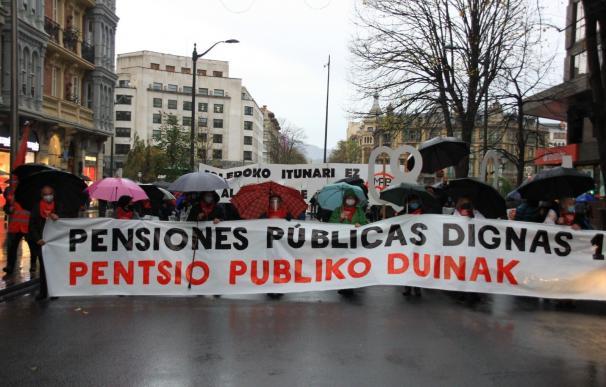 """Pensionistas se movilizan en Euskadi y critican los """"límites de los PGE a una subida general"""""""