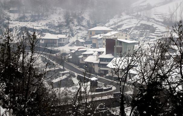 Vista de la nevada caída en Campo de Caso, Asturias, el domingo 6 de diciembre.