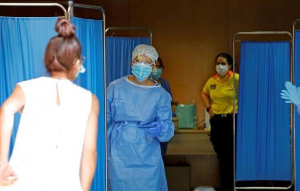 La Generalitat quiere recurrir al personal médico de las mutuas para hacer PCR