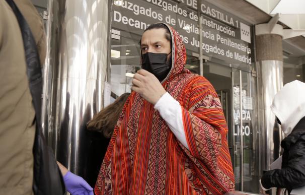 Rafael Amargo acude a los juzgados junto a su pareja a firmar, en Madrid (España), a 15 de diciembre de 2020.