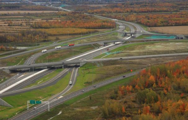 Autopista ACS en Canadá ACS ha vendido al fondo francés Vauban Infrastructure Partners una autopista 113,4 kilómetros que explotaba en Portugal a través de su filial Iridium, lo que supone su salida al completo del mercado de concesiones en autopistas en este país. ECONOMIA ESPAÑA EUROPA ACCIONA