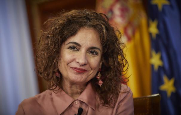 Montero pone fecha a su reforma fiscal y priorizará el Impuesto de Sociedades
