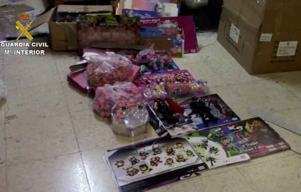 Algunos de los juguetes intervenidos por la Guardia Civil en Murcia. La Guardia Civil ha intervenido 30.000 juguetes falsificados en una operación contra su comercio ilegal desarrollado en cinco centros mayoristas de Beniaján (Murcia). Cinco personas han resultado investigadas como presuntas autoras de delito contra la propiedad industrial. ESPAÑA EUROPA MURCIA SOCIEDAD GUARDIA CIVIL