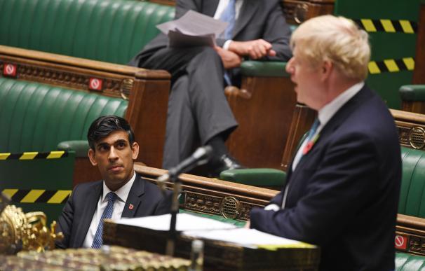El ministro de Economía británico, Rishi Sunak, y el primer ministro, Boris Johnson