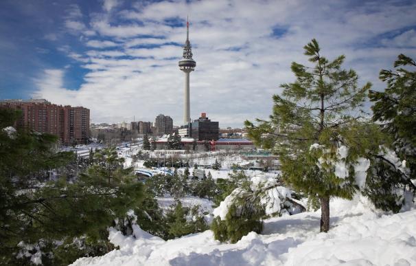 Imagen del Pirulí de Madrid tras la nevada ocasionada por Filomena.