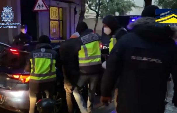 Momento de la detención de los tres argelinos asociados al Estado Islámico en una operación de la Policía en Barcelona