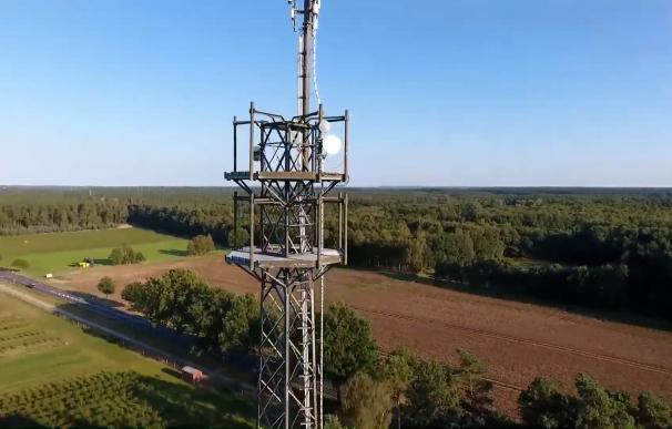 Telefónica vende a American Tower las torres de Telxius por 7.700 millones