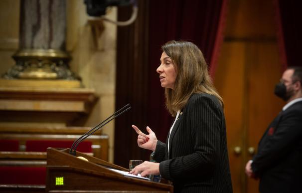 La portavoz del Govern, Meritxell Budó, en la diputación permanente del Parlament