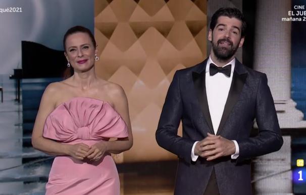 Aitana Sánchez Gijón y Miguel Angel Muñoz, presentadores Premios Forqué