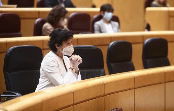 La ministra de Educación, Isabel Celaá durante una sesión plenaria en el Senado, en Madrid (España), a 23 de diciembre de 2020. El Senado cierra este año 2020 con el pleno de hoy, en el que se debate y vota el proyecto de ley de reforma educativa conocida como 'Ley Celaá. La Cámara Alta no tiene previsto desarrollar más plenos hasta el mes de febrero ya que enero se considera como mes inhábil, aunque se podría convocar una sesión extraordinaria en el caso de ser necesario. Eduardo Parra / Europa Press 23/12/2020