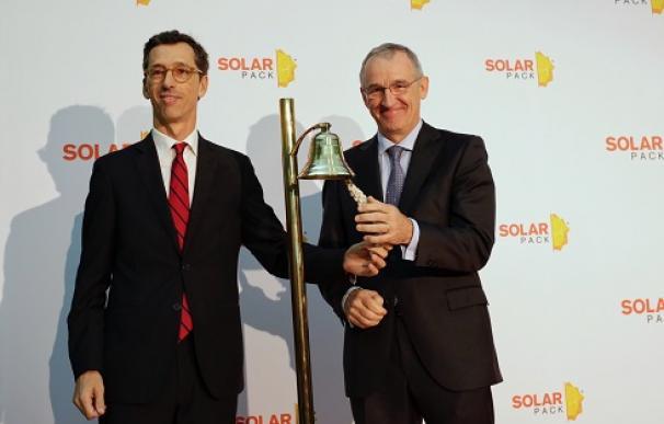 Pablo Burgos Galíndez (izquierda), consejero delegado de Solarpack, y José Galíndez, presidente.