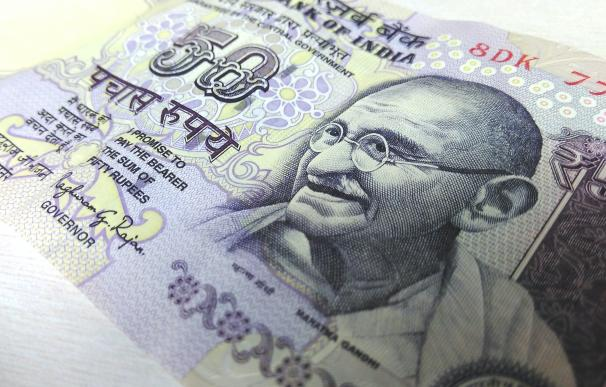 Bolsa en máximos, economía en jaque y rupia al alza: luces y sombras de India en 2021