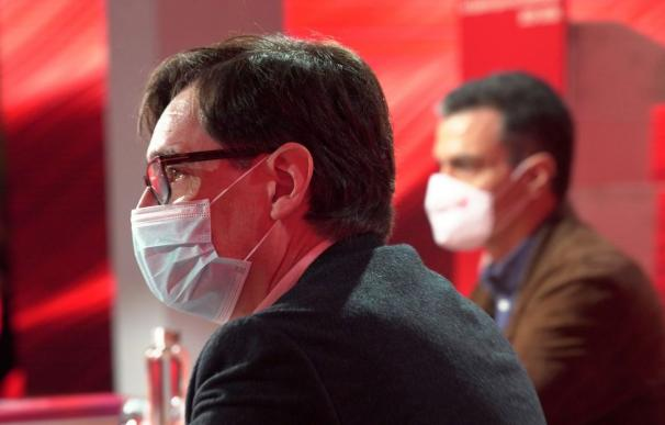 El ministro de Sanidad, Salvador Illa, junto a Pedro Sánchez en el Comité Federal del PSOE
