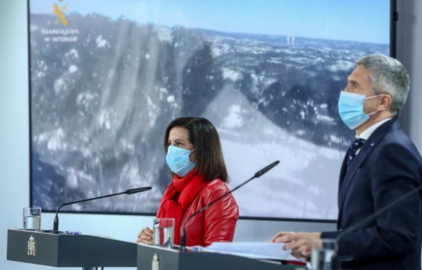 La ministra de Defensa, Margarita Robles; y el ministro del Interior, Fernando Grande-Marlaska, intervienen durante una rueda de prensa