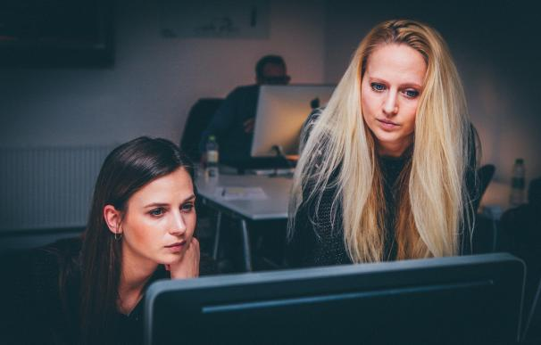 Mujer en el trabajo, oficina