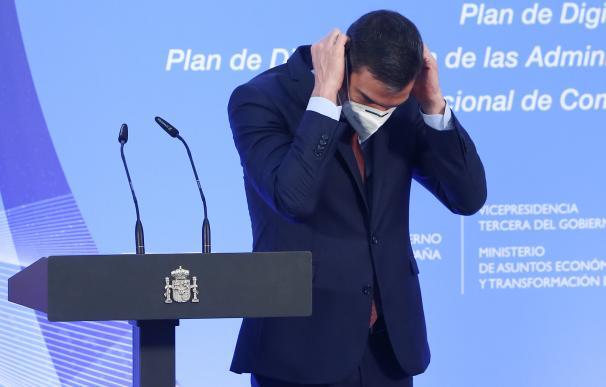 El presidente del Gobierno, Pedro Sánchez, al término de una comparecencia pública.