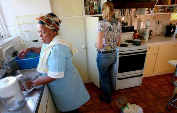 Trabajo hará una campaña informativa para garantizar que las empleadas del hogar perciben el SMI