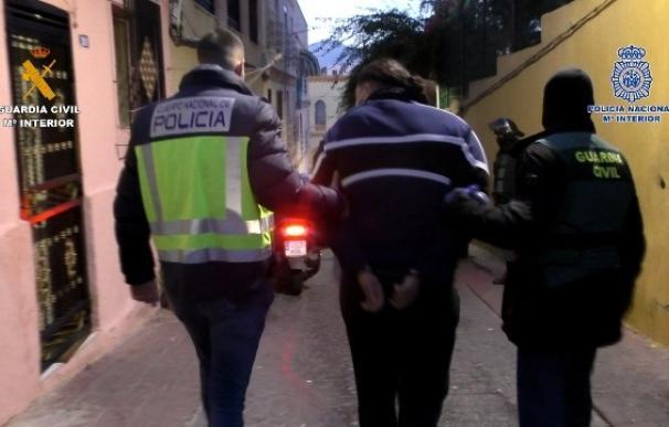 Desarticulado un entramado dedicado al tráfico de drogas y al transporte de migrantes a la península desde Melilla.