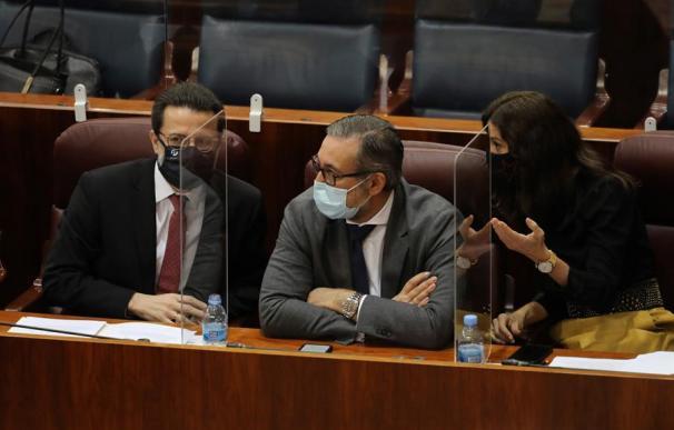 El consejero de Justicia e Interior de la Comunidad de Madrid, Enrique López, junto a sus compañeros Javier Fernández-Lasquetty y Eugenia Carballedo