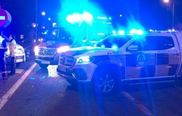 Los servicios de emergencia, en el lugar del motorista atropellado.