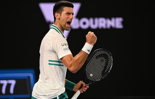 El tenista serbio Novak Djokovic celebra un punto en un partido del Open de Australia.
