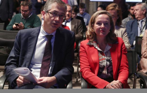 El gobernador del Banco de España, Pablo Hernández de Cos y la ministra de Economía, Nadia Calviño