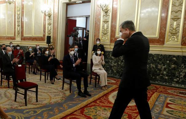 Pablo Iglesias, en el momento en el que no ha aplaudido a Felipe VI tras su discurso por el 23-F