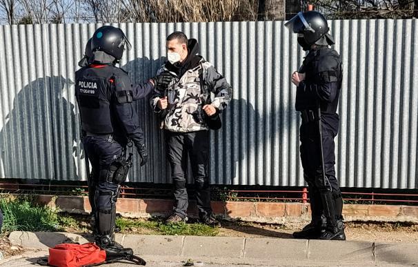Unas 60 personas han cortado la AP-7 a la altura de Sant Gregori, Girona, Catalunya, España, por el encarcelamiento de Pablo Hasél