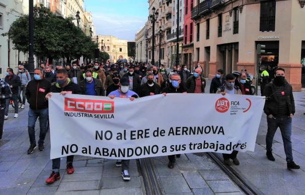 Manifestación de CCOO y UGT para exigir la retirada del ERE de Aernnova