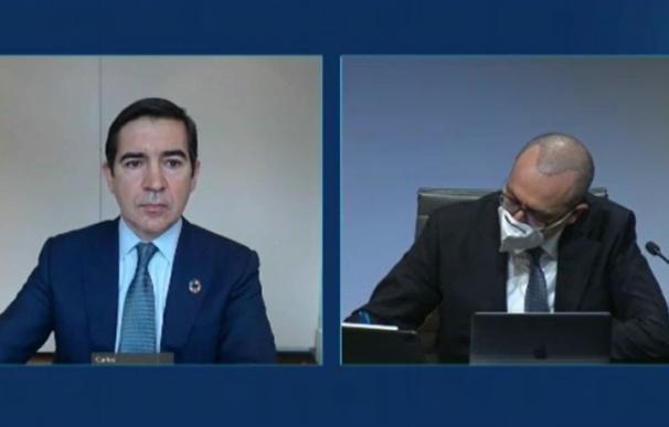 El presidente de BBVA, Carlos Torres (izq) , y el consejero delegado, Onur Genç (dcha), en la presentación de resultados de 2020.