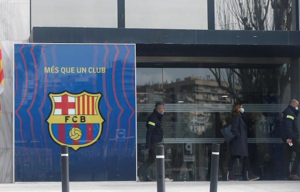 Los Mossos registran el Camp Nou