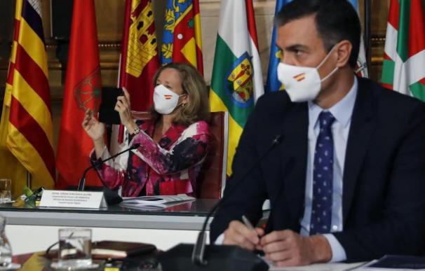 Pedro Sánchez y Nadia Calviño, en la Conferencia de Presidentes.