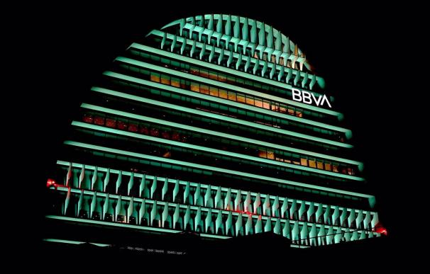 05/03/2021 El edificio La Vela de BBVA iluminado de color verde. ECONOMIA EMPRESAS BBVA
