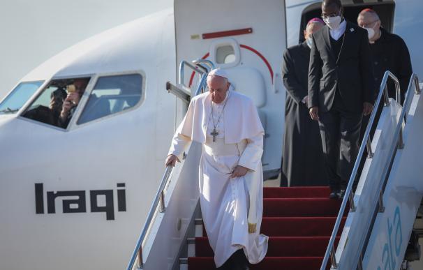 El Papa Francisco I llega al aeropuerto internacional de Erbil antes de reunirse con el segundo presidente de la región autónoma del Kurdistán, Nechirvan Barzani.