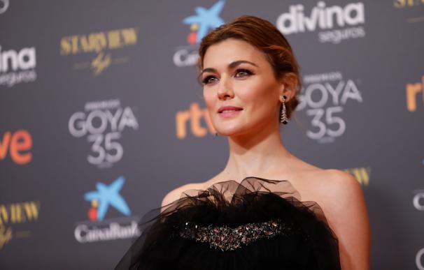 La actirz Marta Nieto, posa en la alfombra roja en la 35 edición de los Premios Goya en el Teatro del Soho CaixaBank de Málaga