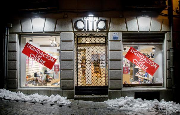 Una tienda cerrada en Toledo, Castilla-La Mancha (España), a 19 de enero de 2021. En la media noche de hoy han entrado en vigor en Castilla-La Mancha las nuevas medidas del Gobierno regional para combatir el coronavirus. Las restricciones más relevantes pasan por adelantar el toque de queda a las 22.00, cerrar perimetralmente todos los municipios y cerrar hostelería, centros comerciales y lugares de ocio en general. Mario Triviño / Europa Press (Foto de ARCHIVO) 19/1/2021