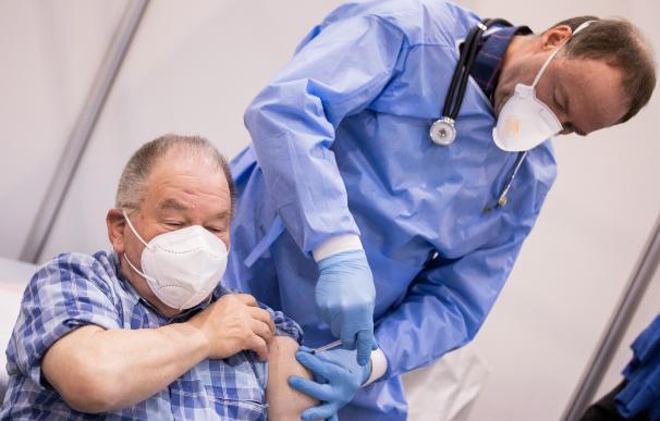 Vacunación contra el coronavirus en Alemania Rolf Vennenbernd / dpa 8/2/2021 ONLY FOR USE IN SPAIN