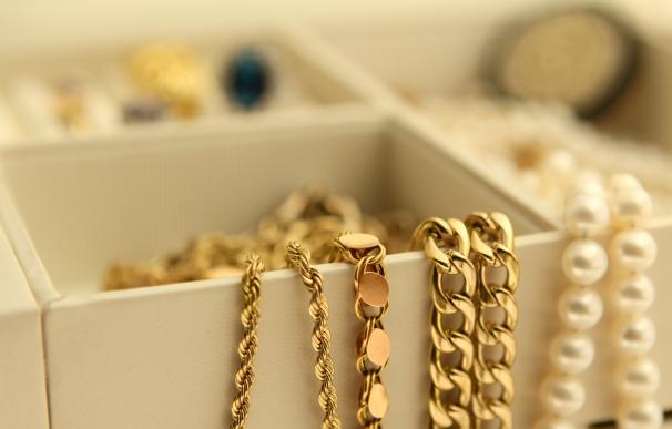 Dejar en herencia joyas u oro.