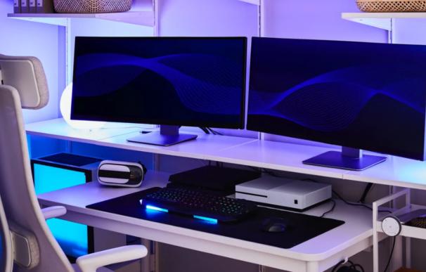 Muebles y accesorios de la línea UPPSPEL de IKEA para gamers.