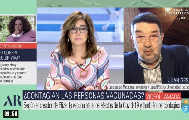Ana Rosa Quintana entrevistando a un experto