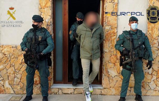 Imagen facilitada por la Guardia Civil de la operación en la que ha desmantelado una organización dedicada al tráfico internacional de hachís asentada en las provincias de Huelva, Sevilla y Cádiz.