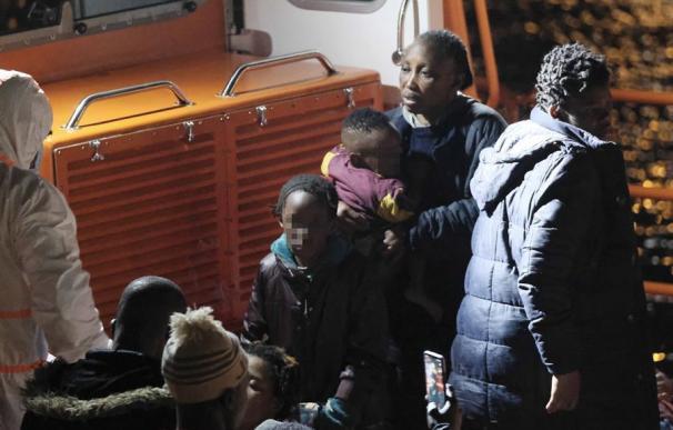 Llegada hoy Martes al puerto grancanario de Arguineguín de los 52 inmigrantes