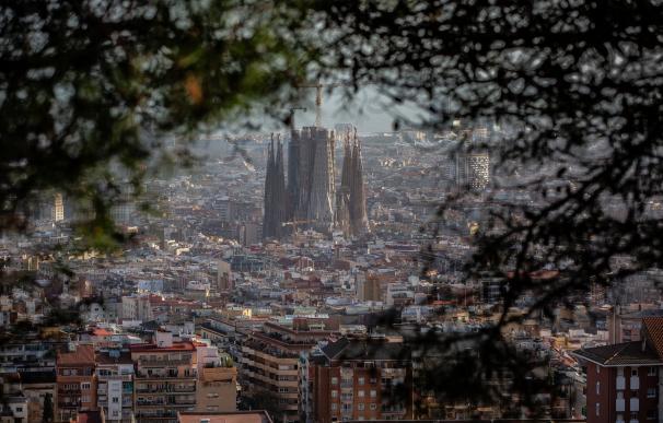 Panorámica de la ciudad de Barcelona y de la Sagrada Familia, en Barcelona/Catalunya (España) a 30 de enero de 2020. 30 enero 2020 alquiler, hipoteca, vivienda, casa, hogar, barrio, piso, David Zorrakino / Europa Press (Foto de ARCHIVO) 30/1/2020