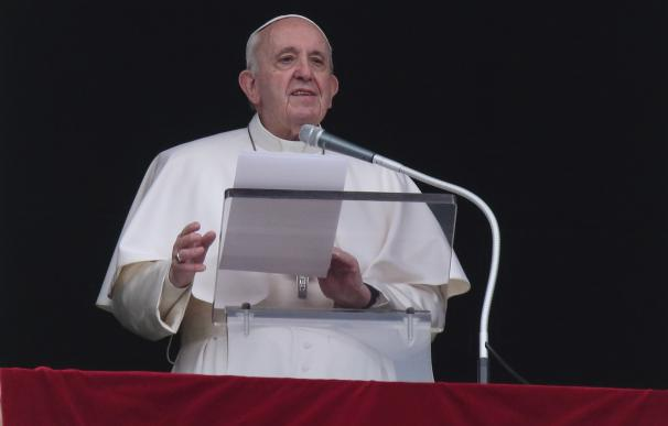 14 March 2021, Vatican, Vatican City: Pope Francis delivers the weekly Angelus prayer from the window of the apostolic palace overlooking St. Peter's Square at the Vatican. Photo: Evandro Inetti/ZUMA Wire/dpa 14/3/2021 ONLY FOR USE IN SPAIN